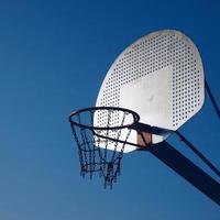 canestro da basket di strada, città di bilbao, spagna foto