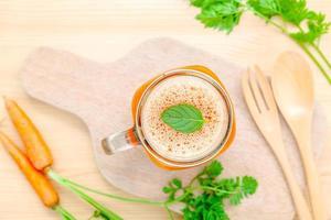succo di carota fresco foto