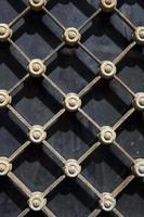 primo piano della recinzione metallica foto