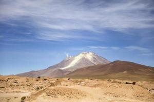 Vulcano Licancabur nella Reserva Nacional de Fauna Andina Eduardo Avaroa in Bolivia foto