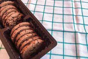 biscotti al cioccolato su sfondo di stoffa foto