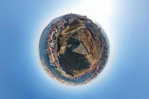 paesaggio marino in stile fotografia di un piccolo pianeta a vladivostok, russia foto
