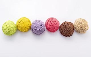palline di gelato isolate foto