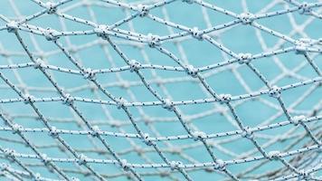 rete contro un cielo blu foto