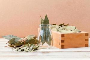 foglie di alloro secche foto