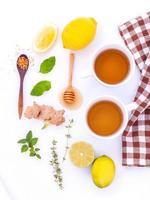 erbe e agrumi per il tè foto