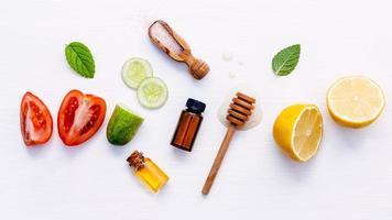 disposizione piatta di articoli per la cura della pelle foto