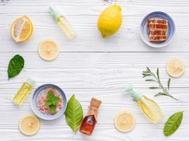 cornice di articoli per la cura della pelle naturale