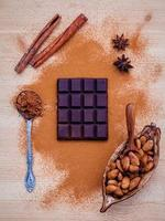 barretta di cioccolato con spezie foto