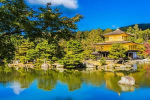 tempio kinkakuji, o padiglione d'oro a kyoto, in giappone foto