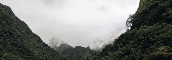 aguas calientes in perù foto