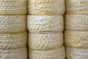 mucchio di formaggio del Perù sul mercato del formaggio di cusco foto