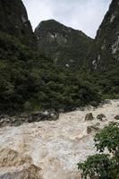 fiume urubamba in perù foto