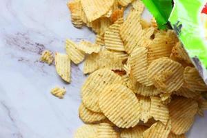 patatine fritte in un sacchetto foto