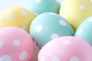 uova di Pasqua colorate foto