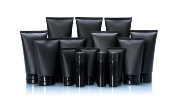 set di pacchetti mockup tubo cosmetico nero isolato su sfondo bianco foto
