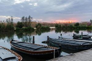 barche da pesca nel porto foto