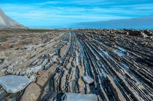 Flysch formazione rocciosa a Zumaia, Spagna foto