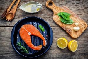 piatto di salmone fresco foto