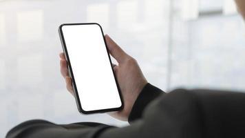 schermo del telefono bianco vuoto con sfondo neutro foto