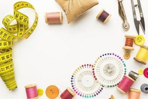 cornice di oggetti da cucire foto