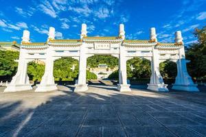 cancello al museo del palazzo nazionale di taipei nella città di taipei, taiwan foto