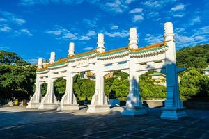 cancello al museo del palazzo nazionale nella città di taipei, taiwan foto