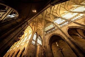 praga, repubblica ceca 2018 - navata principale della cattedrale di san vito foto