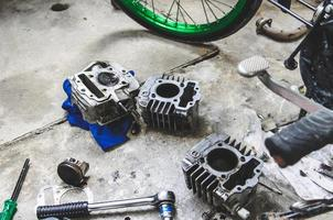 riparazione bici a motore foto