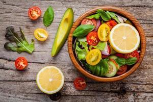 ciotola di insalata fresca foto