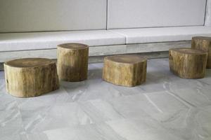 sgabelli di tronco d'albero foto