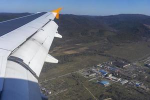 veduta aerea di una fabbrica o impianto vicino a vladivostok, russia foto
