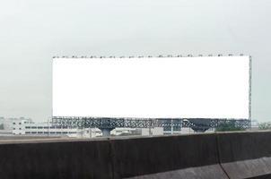 mock-up di tabellone per le affissioni in bianco foto