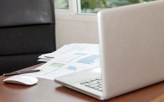 laptop in un ufficio foto