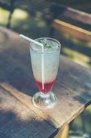 soda italiana in un bicchiere foto