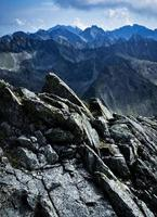 cresta di roccia di montagna foto