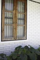 finestra di una casa foto