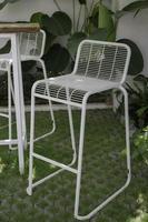 sedia da giardino bianca foto