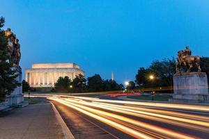 Lincoln Memorial di notte a Washington DC, Stati Uniti d'America foto
