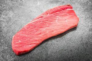 carne di manzo cruda foto