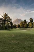 natura vista del paesaggio della montagna del vulcano a yogyakarta, indonesia foto