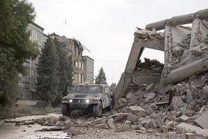 prostejov, repubblica ceca 2014 - edificio industriale in cemento distrutto da un'esplosione foto