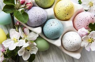 vista dall'alto di uova di Pasqua dipinte foto