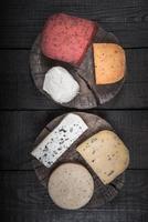 molti tipi di formaggi foto