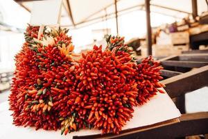 un mazzetto di peperoncino croccante foto