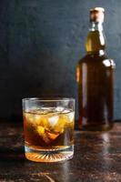 bicchiere di bourbon foto