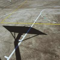 campo da basket di strada di linee e segni foto