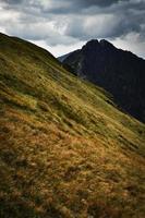 drammatico paesaggio di montagna foto