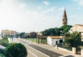 Campanile duomo santo stefano a caorle italia foto