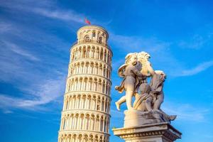 la torre pendente di pisa foto